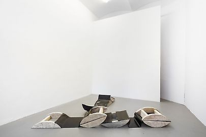 georg-kargl-fine-arts2021johanna-charlotte-tredegaps-and-spacesinstallation-view02.jpg